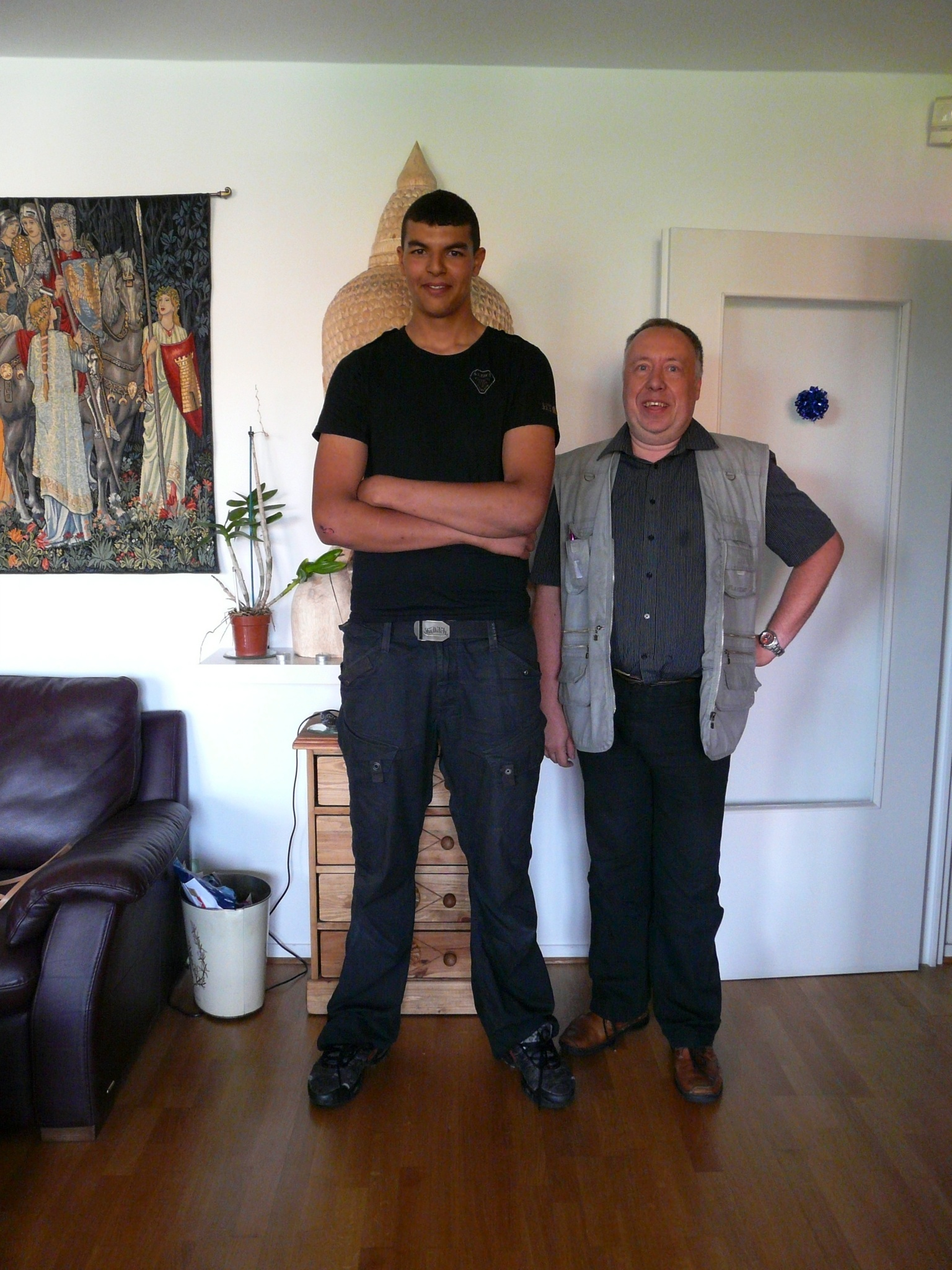 tall guys online dating Big and beautiful singles put bbpeoplemeetcom on the top of their you'll be connected to our online community of singles join the dating conversation at.